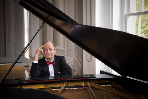 Musician Livingston Taylor brings his road show to East Greenwich